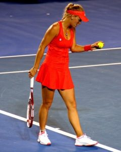 jak uniknąć kontuzji nadgarstka podczas gry w tenisa