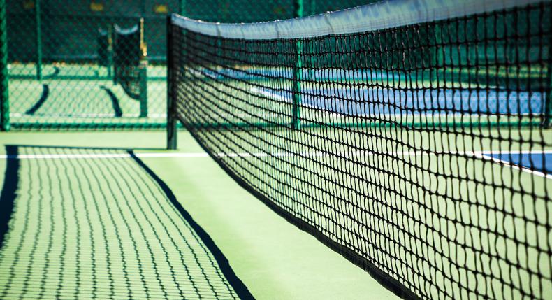 Co może przeszkadzać młodemu tenisiście podczas gry?