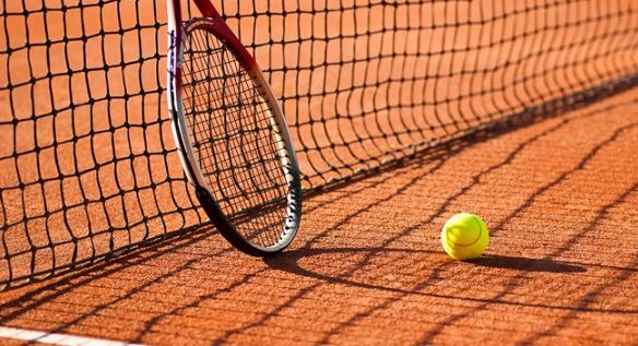 Gra na ziemnym korcie tenisowym