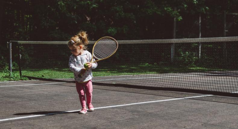 Jakie korzyści dla dziecka niesie gra w tenisa?
