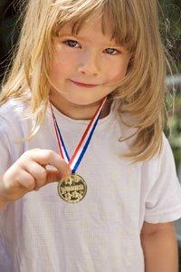 Dziewczynka z medalem
