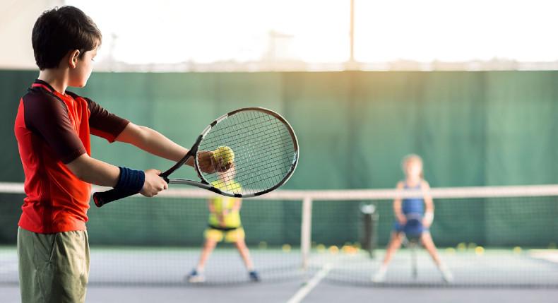 Dobry naciąg tenisowy – ułatwienie dla gracza