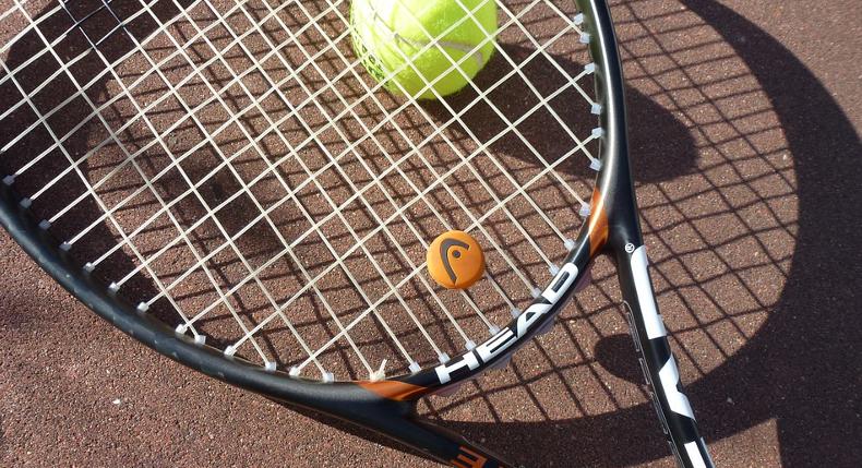 jak-opanowc-rozne-rodzaje-udezrzen-w-tenisie-ziemnym