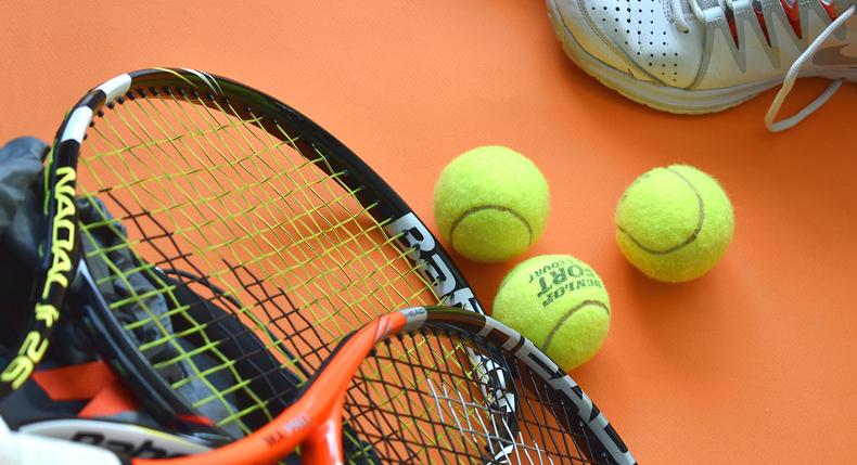 Czy warto wybrać tenis na zajęcia pozalekcyjne dla dziecka?