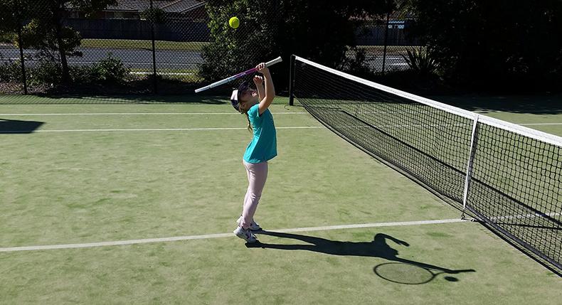 Tenis w dzieciństwie – jakie korzyści daje w dorosłym życiu?