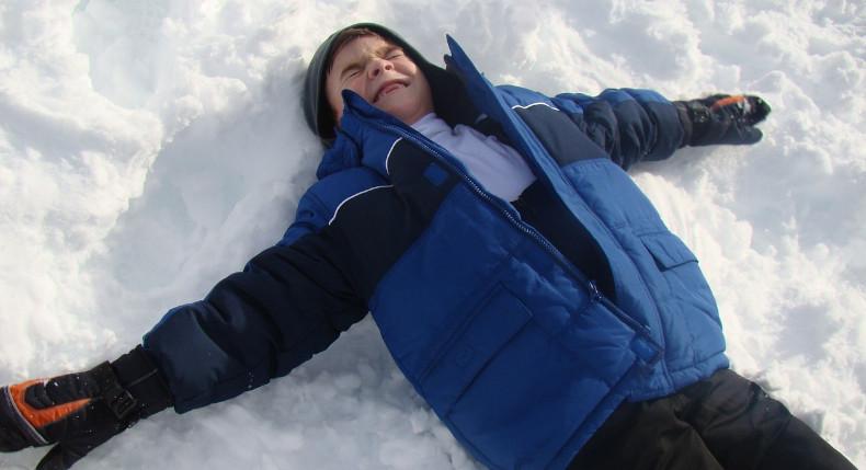 dziecko podczas zimowego treningu